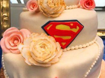 Superman-Hochzeitstorte