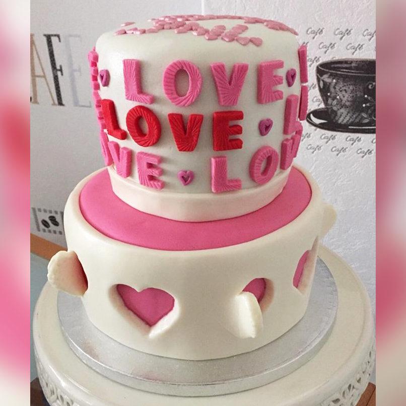 Zuckersüße Love-Torte